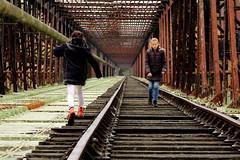 Pile ou face ! (Et si, et si ...) Tags: pont po rails voiedsaffecte cyclorail zia anas perspective couleur
