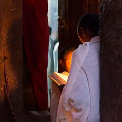 Young worshippers (Ana Rivas Cano) Tags: lalibela ethiopia etiopa worshippers worship faithful ethiopien creyente ortodox christian christianity cristiano ortodoxo
