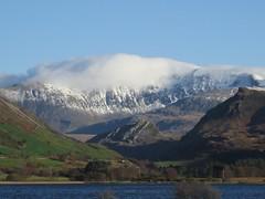6183 Yr Wyddfa (Mt Snowdon) over Llyn Nantlle Uchaf (Andy - Busyyyyyyyyy) Tags: 20161124 eryri mmm mountain mtsnowdon snow snowdonia sss yrwyddfa
