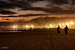 """""""The only reason I would take up jogging is so that I could hear heavy breathing again"""". - Ema  Bombeck (Maria Luiza S) Tags: jog correr beach pordosol sundown city lights praia"""