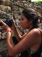 Retratos (SANCHEKY) Tags: fotografia fotografa photo momento moment canon t3 chica copan honduras estructura muertos