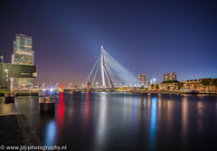 Erasmus Lightbeam (JdJ Photography (www.jdj-photography.nl)) Tags: city bridge tower wet water netherlands night work river dark stars evening living office swan rotterdam europa europe apartments nacht toren country nederland nat land lit brug avond kpn continent kopvanzuid province stad werk erasmusbrug kantoor donker zuidholland zwaan benelux rivier wonen nieuwemaas sterren feijenoord provincie rotterdamzuid southholland appartementen verlicht koningshaven evacohenhartogkade agglomeratie