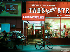Tad's steak new york (jonathan.nouvellon) Tags: street city usa newyork manhattan olympus panasonic steak omd 25mm newyorkatnight tads m43 em5 mirrorless panasonicleica em5markii