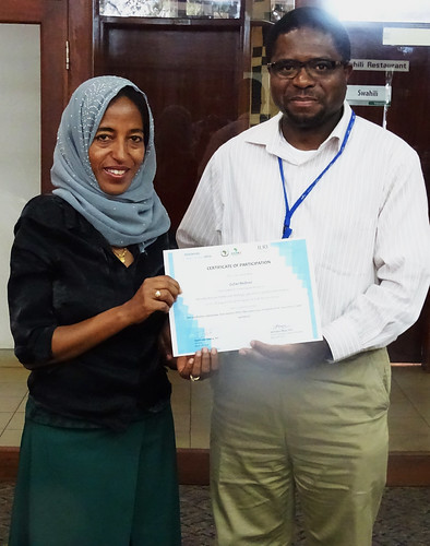 Appolinaire Djikeng presents certificate to Zufan Bedewi from Addis Ababa University