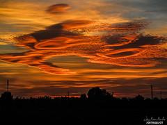 Nubi lenticolari al tramonto (Luca Nacchio) Tags: tramonto emilia modena nubi montale rangone lenticolari