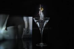 ...anche le olive preferiscono le bionde! (Antonio Iacobelli (Jacobson-2012)) Tags: nikon olive martini cocktail blonde nikkor oliva theron bari d800 charlizetheron pubblicità bionda charlize 2485 su800 sb900 sb700 sb910