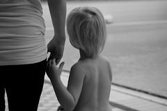Mother and son (tusenord) Tags: bw monochrome barn child mother kontrast moder svartvitt handihand fotosondag fs151206