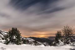 Primeras nieves (Urugallu) Tags: color luz canon puerto luces flickr nieve ciudad asturias nubes nocturna monte montaa poladelena quiros 70d joserodriguez urugallu