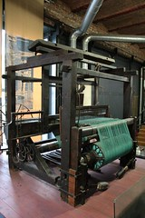 Loom in the textiles gallery (Carol Spurway) Tags: museum manchester 19thcentury cotton oldham mills mosi cottonmill museumofscienceandindustry looms museumofscienceindustry cottonopolis textilemachines plattbrotherscoltd textilesgallery greatwesternwarehouse