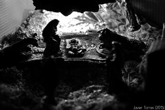 Nacer al raso 2 (The Whisperer of the Shadows) Tags: blackandwhite blancoynegro contrast contraluz 100mm contraste portal figuras nativity belen nacimiento