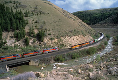 Price River Canyon meet (Moffat Road) Tags: burlingtonnorthernsantafe bnsf freighttrain utahrailway pricerivercanyon soldiersummitroute kyune utah meet trainsmeeting railroad locomotive train ut