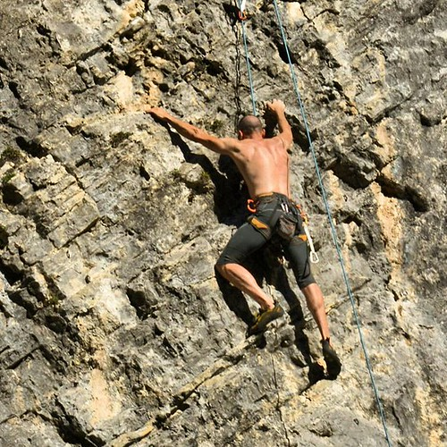#climbing #arrampicata #apuane #alpiapuane #falesia #monzone #lunigiana #tuscany #italy #nikon #nikonitalia #nikontop #nikonphotography #ig_captures #photooftheday #picoftheday #perlestradedellatoscana