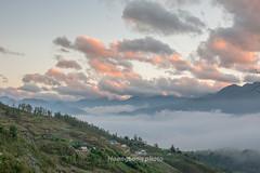 K8140+42.1116.Sả Sáng.Sapa.Lào Cai (hoanglongphoto) Tags: asia asian vietnam northvietnam northwestvietnam landscape nature scenery vietnamlandscape vietnamscenery vietnamscene sapalandscape sapanature twilight sunset sky bluessky cloud clouds mountain mountainouslandscape flank hdr canon canoneos1dx zeissdistagont3518ze tâybắc làocai sapa hầuthào phongcảnh thiênnhiên phongcảnhsapa chạngvạng hoànghôn sunsetinsapa hoànghônsapa bầutrời bầutrờimàuxanh mây núi sườnnúi phongcảnhtâybắc phongcảnhvùngcao village bảnlàng homes nhữngngôinhà