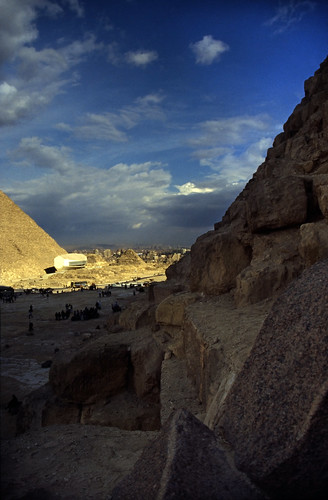 "Ägypten 1999 (644) Kairo: Chephren-Pyramide, Gizeh • <a style=""font-size:0.8em;"" href=""http://www.flickr.com/photos/69570948@N04/32334215912/"" target=""_blank"">View on Flickr</a>"