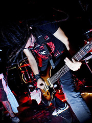 Dios, miserias y mentiras (Metamorphosing) Tags: music rock concert guitar live concierto guitarra rockphotography guitarrista gutarist desiertogris