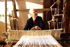 duke punuar ne tezgjah (anilaamataj) Tags: legno arberesh signora telaio tessitura