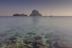 Es Vedr-Cala d'Hort-IBIZA (Spioc) Tags: sunrise nikon amanecer ibiza eivissa transparencias esvedra caladhort santjosepdesatalaia d7000 tokina111628