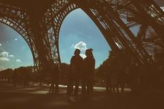 Eiffelturm (Romina Frau) Tags: streetpics hqspurbanstreetphotos btpotherpro streetlife streetphotographysaturday streettogs shootthestreet people street soulofstreet streetphotography paris eiffelturm
