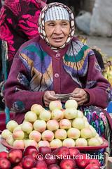 Khiva market - apple of my eye (10b travelling) Tags: 10btravelling 2015 asia asien carstentenbrink centralasia dishonqala genericplaces iptcbasic ichonqala khiva otherkeywords polvondarvoza silkroad sovietunion ussr uzbek uzbekistan xiva apples east fruit gate market tenbrink thestans vendor woman