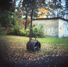 Vält (rotabaga) Tags: sverige sweden göteborg gothenburg diana lomo lomography kodak portra160 film mediumformat mellanformat 120 6x6 johanneberg