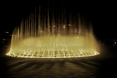 water from Bellagio dancing in front of Flamingo (kc_hoang) Tags: lasvegas bellagio waterfall travelplanet worldtravel worldwidelandscapes tamminhphotography