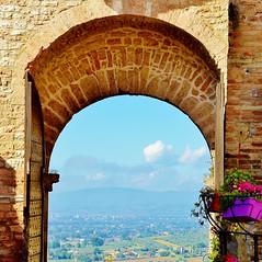 Assisi, Italy Scorci medievali (FranTravelStories) Tags: viaggi assisi medioevo medieval unesco umbria porta gate landscape beautiful nikond3200 nikon