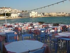 Tavoli in spiaggia - Myconos (Guglielmo Pedrini) Tags: mare grecia isole myconos spaggia panorama tavoli sedie