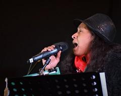Suzette Sings