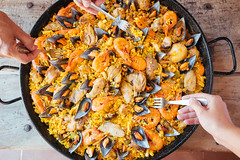 468744586 (bbq and more) Tags: condoleezzarice whitemeat chopped paella mussel squid preparedshrimp preparedshellfish ham chicken eating large variation yellow orangecolor spanishculture cultures outdoors aerialview humanhand people spain vegetable lunch dinner seafood meat food fork europeancuisine
