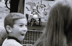 Incredibile (kwpacheco2) Tags: niño blanco negro sorpresa pelo monigote burbuja felicidad florencia firenze niña obra titere escenario