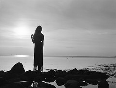 Malin (Juliet Alpha November) Tags: ilford delta 100 analogue analog film rollfilm medium format mittelformat 120 645 bw sw outdoor portrait portrt baltic sea ostsee ocean meer beltretter jan meifert