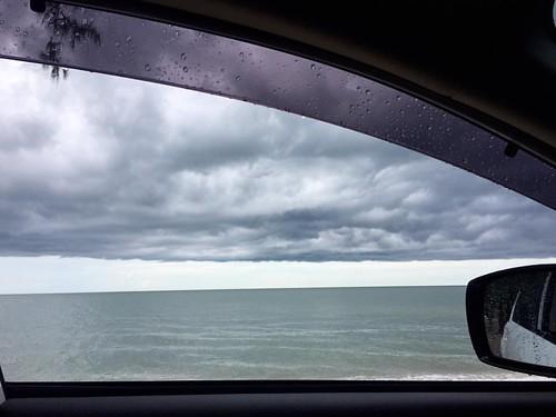 ขับรถเลียบทะเลในวันฝนพรำ ชิวไปอี๊ก 🌴🚙🌊