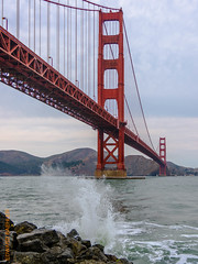 San Francisco (Edi Bhler) Tags: bridge lagune nature bay natur perspective structure waters brcke bauwerk suspensionbridge perspektive wellen hngebrcke gewsser rocksstones felsblock 28300mmf3556 nikond810 felsensteine sanfranciscolm goldengatebridgesanfranciscolm 2015hawaii wavebrandungsurge
