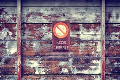 Non si può! (Japo García) Tags: garage prohibido viejo passo abandonado carrabile vietato
