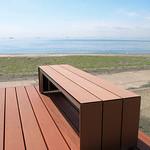 木材・プラスチック再生複合材ベンチの写真