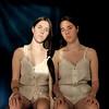 Hermanas (Eme de Marte) Tags: retrato familia mujer memoria segunda cuerpo luz piel microcuatrotercios ana hermanas amor tripas madeja luznatural