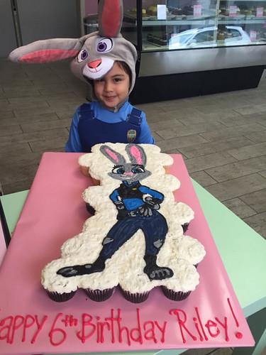 8-polkatots cupcake cakes