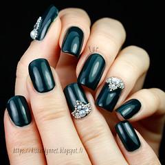 essence_meet_me_under_the_mistletoe (-Yue) Tags: essence meet me under mistletoe nail polish nails manicure swatch green rhinestones microbeads pearls