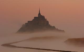 La silueta rojiza de Saint Michel II