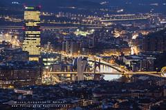 Bilbao en hora azul (www.fotografianocturna.net) Tags: carpeta1154 museoguggenheimbilbao bilbao museoguggenheim edificioiberdrolabilbao edificioiberdrola irberdrola livecomposite 160mm 80mmequivalenteaun160mm