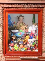 Toy hoarding baby Jesus, Templo de Nuestra Seora de La Salud, San Miguel de Allende, Mexico (Paul McClure DC) Tags: sanmigueldeallende mexico bajo guanajuato nov2016 church historic sculpture