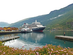 Local Ferry and the Queen Elizabeth Moored in Flåm (2) (Phil Masters) Tags: 25thjuly july2016 norwayholiday norway flåm flam sognefjord sognefjorden thesognefjord thesognefjorden shipsandboats queenelizabeth cruiseliner ferry