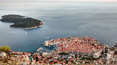 Dubrovnik e l'isola di Lokrum (megaroscio) Tags: old town vista mura cinta dubrovnik città isola vecchia lokrum dallalto