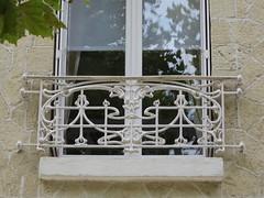 Art Nouveau au fil des rues... Châtelaillon-Plage (17) (Yvette G.) Tags: architecture artnouveau 17 fenêtre belleépoque charentemaritime chatelaillonplage ferforgé ferronnerie poitoucharentes