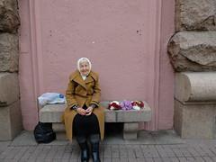 Flowers and smile (GrusiaKot) Tags: old flowers lady strada ukraine elder fiori kiev selling kyiv ucraina  anziana venditrice khreschatik