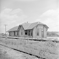 [Texas and New Orleans, Southern Pacific Railroad Station, Sinton, Texas] (SMU Central University Libraries) Tags: sp tno railroads railroadstations espee depots