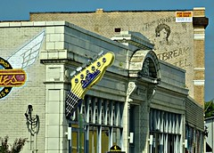 Memphis, Tennessee (beesquare) Tags: music history memphis tennessee elvis signage streetsigns localcolor heartbreakhotel musichistory localcolour