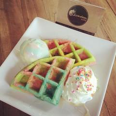 วาฟเฟิลเรนโบว์ #ChameleonCafe #จันทรเกษม #