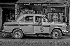 Taxi driver (Kaobanga) Tags: street blackandwhite bw india blancoynegro calle taxi bn driver taxidriver kolkata carrer calcutta conductor blancinegre miradas calcuta republicofindia ndia mirades  kaobanga kolikata conductordetaxi