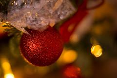 Einen schnen 1. Advent. :-) (Sylsine) Tags: rot advent weihnachtskugel